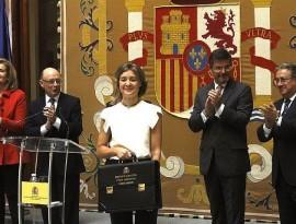 Isabel García Tejerina con su nueva cartera ministerial