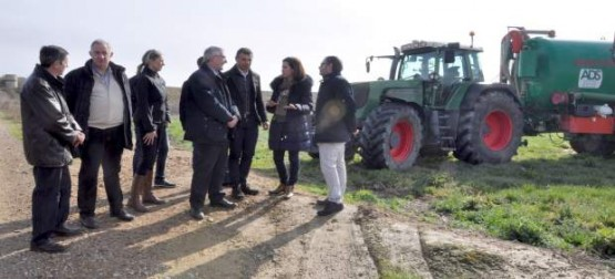 Joaquín Olona visitando ADS en Ejea